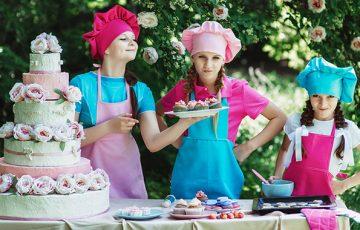 ケーキを作る画像